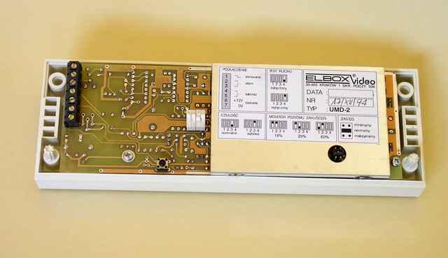 Widok wewnętrzny ultradźwiękowego detektora ruchu - 1989, Elboxrf