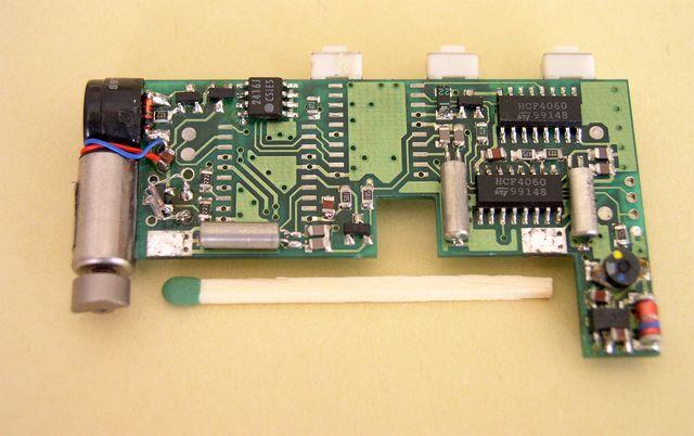 Jednostka kontrolna odbiornika przywoławczego (PAGER) z dwoma mikroprocesorami. - 1993, Elboxrf