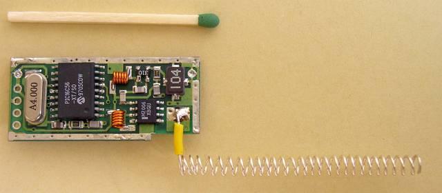 Nadajnik z dołączoną anteną helikalną na 433 MHz - aktywny znacznik RFID - 1995, Elboxrf